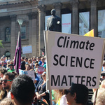 "Demo mit Plakat ""Climate Science matters"""